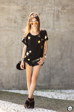 black Hye Park and Lune t-shirt - mustard Wildfox sunglasses - nude MVMT watch