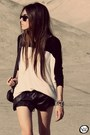 Black-modaki-shorts-white-modaki-top-black-esdra-sneakers