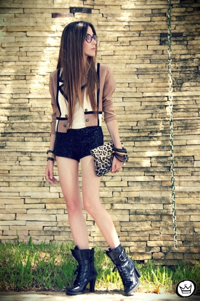 Light-brown-brech-da-neide-blazer-black-sequins-marisa-shorts_400