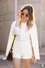 Ivory-decote-shirt-ivory-decote-shorts