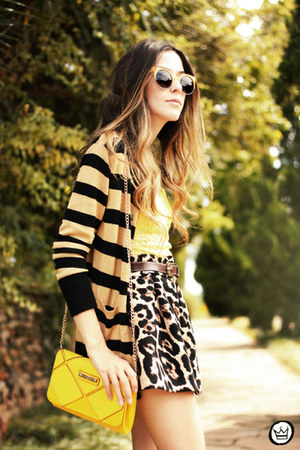 yellow Displicent top