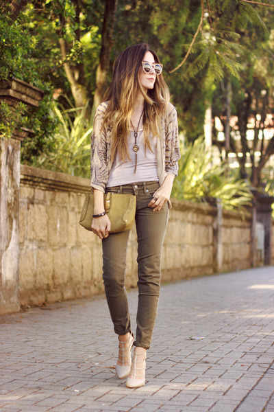 Beige-shoulder-blazer