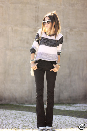 white Lunender jumper - black Lunender pants