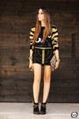 Black-lança-perfume-boots-black-amarena-t-shirt-black-amarena-skirt