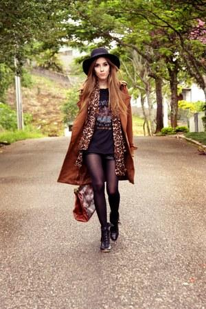 tawny romwe coat - black Renner hat - black romwe t-shirt