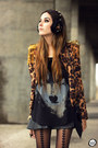 Dark-brown-sophiscat-jacket-black-joacloset-t-shirt