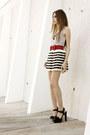 White-stripes-romwecom-skirt-black-mariana-amaral-necklace