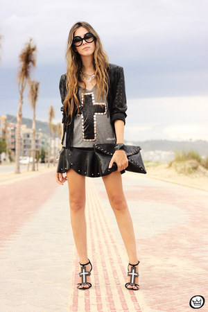 black zeroUV sunglasses - black Kaf bracelet - black Wear Ever skirt