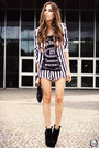 Black-striped-charry-blazer-black-2dayslook-t-shirt