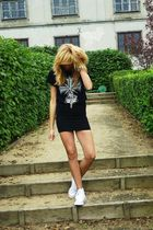 black no name skirt - black no brand t-shirt - white Converse shoes