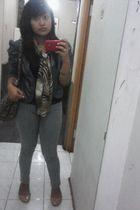 beige Yongki Komaladi shoes - silver Levis jeans - brown Shopping Online scarf -