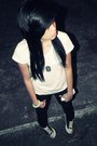 White-f-h-t-shirt-black-converse-sneakers