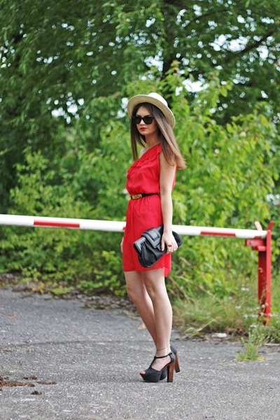 red q2 dress - black H&M bag - black Moschino belt - black Nelly heels