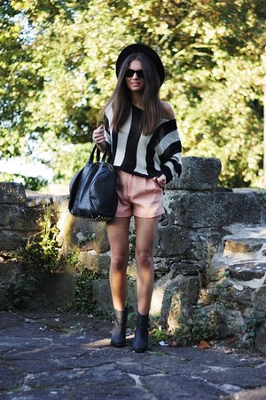 black havealook sweater - light pink havealook shorts