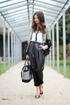 black storets pants