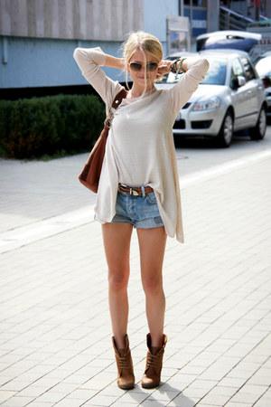 sky blue Levis shorts