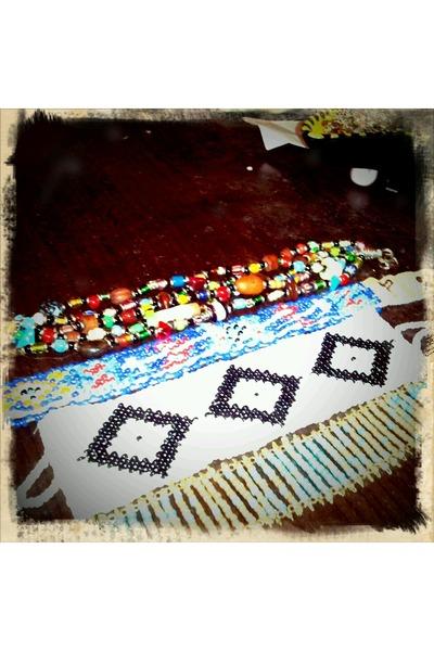 white Francessca Boutique bracelet - aquamarine Aerie bracelet