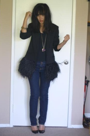 Levis jeans - James Perse shirt - H&M necklace - Christian Louboutin shoes
