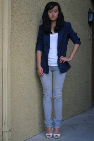 James Perse shirt - Rick & Skinny jeans - vintage blazer - Bebe shoes