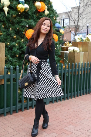 black wrap dress Diane Von Furstenberg dress - black Chanel bag