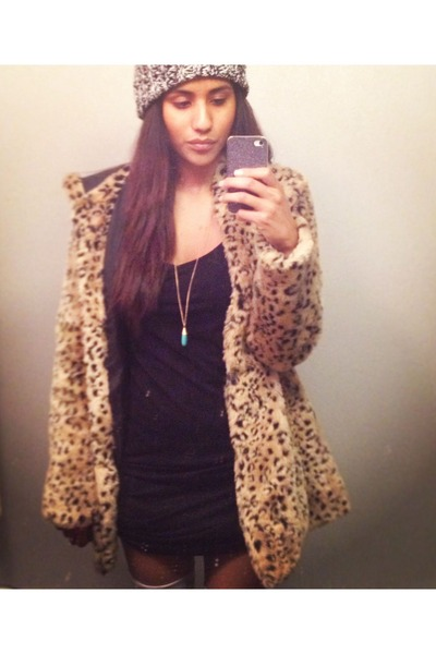 564b8b481b31 Black Faux Fur Forever 21 Coats, Silver Knit Forever 21 Hats ...