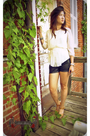 black leather shorts Forever 21 shorts - eggshell Chadwick top - tawny Target sa