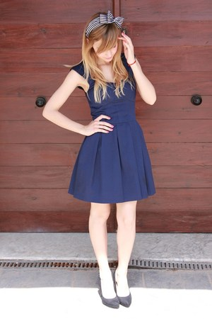 navy French Connection dress - black Zara heels
