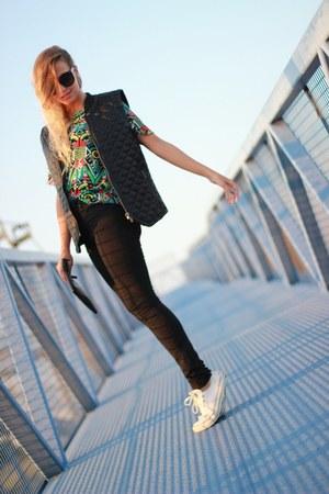 black asos sunglasses - green OASAP t-shirt - black Converse sneakers