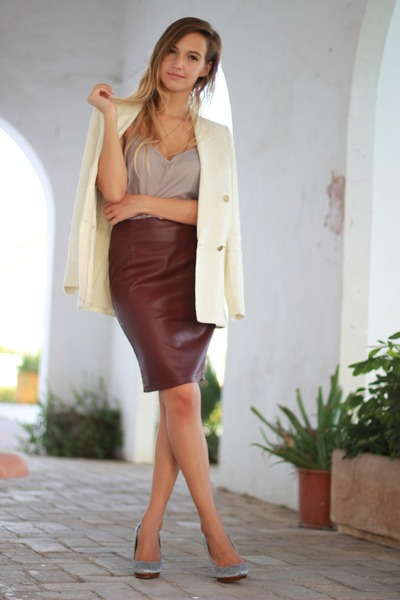 What to wear with a burgundy pencil skirt – Modern skirts blog for you