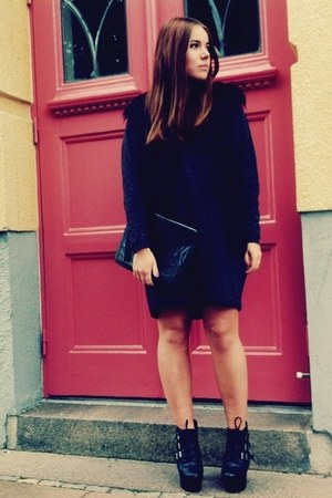 GINA TRICOT bag - acne dress - fur GINA TRICOT vest - Urban Outfitters heels