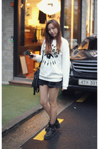 white sweatshirt Kenzo top - black denim shorts H&M shorts