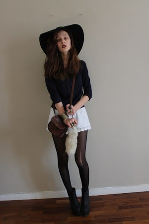black 70s felt floppy asos hat - navy sweater - white crochet H&M shorts