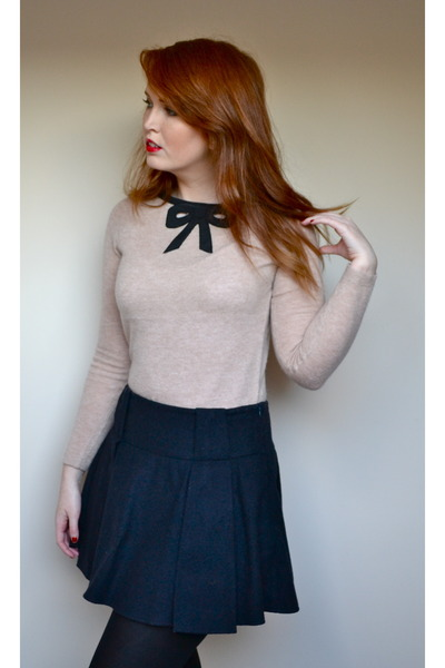 navy wool warehouse skirt - beige bow detail Topshop jumper