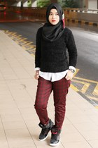 black H&M jumper - brick red Uniqlo pants - black Metrix sneakers