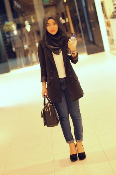black blazer - white top - black heels