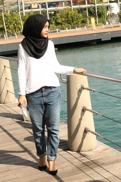 navy new look jeans - white shirt - green Charles & Keith heels