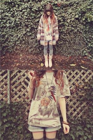 beige vintage t-shirt - beige vintage sweater - sky blue Forever 21 shorts