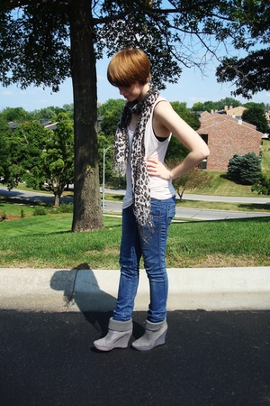 f21 t-shirt - H&M jeans - Express scarf - aliceolivia for Payless boots
