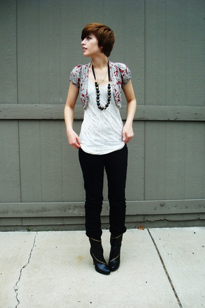 alloy boots - Express jeans - vintage sweater - Express t-shirt - vintage neckla
