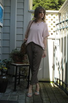 light pink H&M top - light brown Old Navy pants - violet thrifted wedges