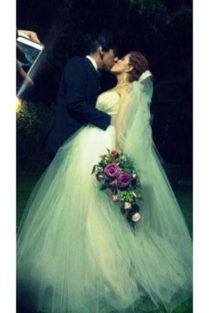 off white tulle Mi vestido dress - amethyst rosas flores accessories