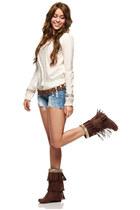 brown boots - brown belt - white sweatshirt - denim pants