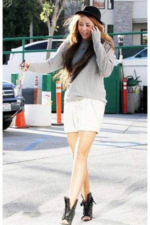 hat - sweater - necklace - heels - pants
