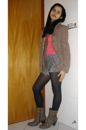 light brown boots - light brown Yessica jacket - salmon shirt - black lupo tight