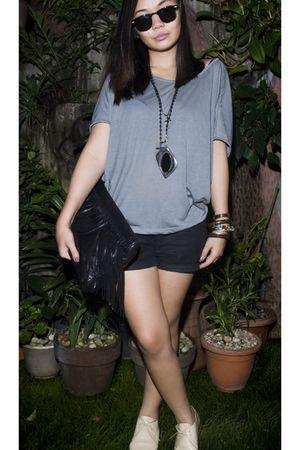 gray Bazaar top - black Topshop shorts - black Jean Louis Imbert purse - beige S