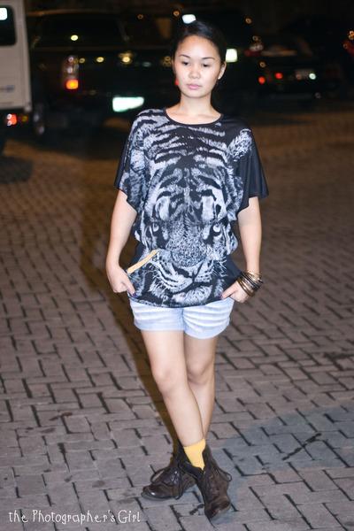 black mums closet blouse - blue Topshop shorts - brown mums closet belt - brown