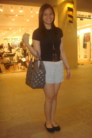 black FNH top - gray From Bazaar shorts - gray Charles & Keith purse - black ran