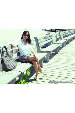 black Forever21 skirt - Tommy Hilfiger purse - white Forever21 top