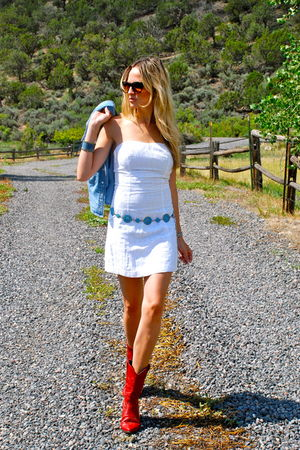 turquoise belt - red vintage boots - white eyelet Guess dress