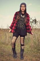 black mumfordsons Hot Topic t-shirt - black combat Madden Girl boots